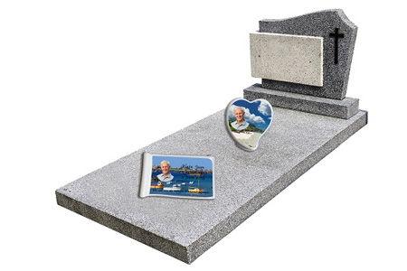 Tombe decore de plaques